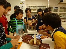 カカオ豆からチョコレートを作ろう!身近なところから世界を知る。
