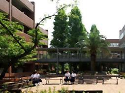 武庫川女子大学附属中学校