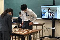 蒼開中学校でリモート百人一首大会を行いました。