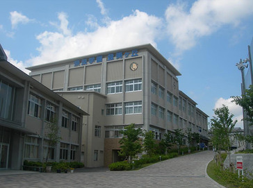 奈良学園登美ヶ丘中学校外観