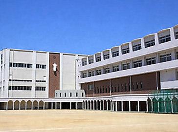 愛徳学園中学校外観