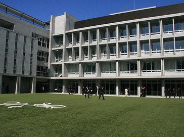 清風南海中学校外観