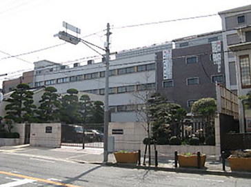 堺リベラル中学校外観