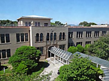 神戸女学院中学部外観