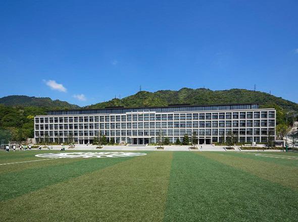 六甲学院中学校外観